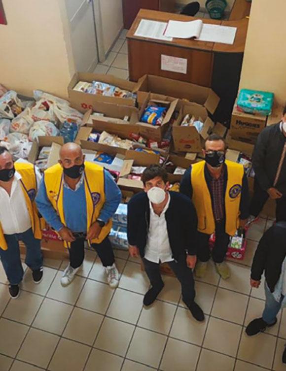 Venti tonnellate di generi alimentari alle famiglie bisognose siciliane